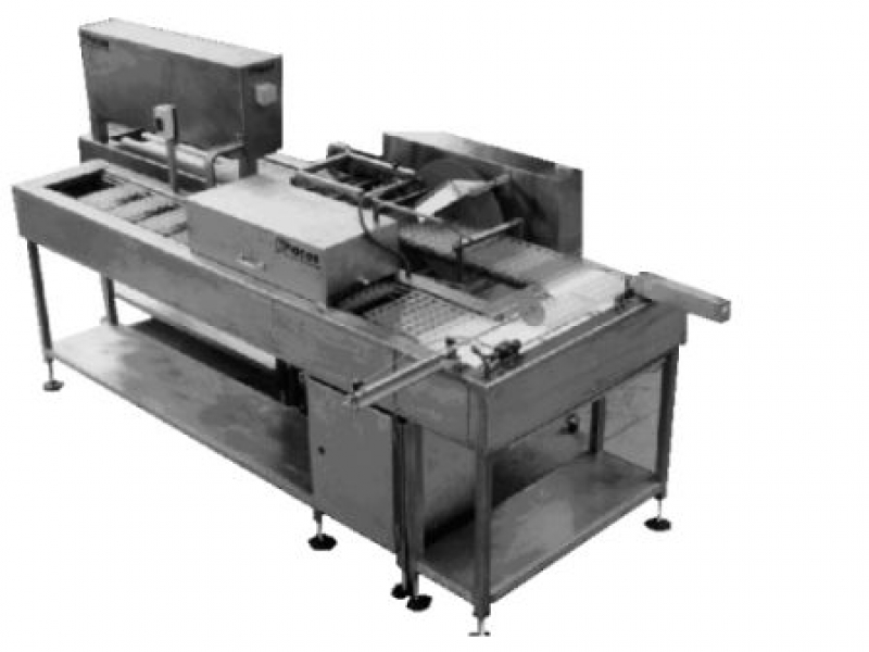 Semi-automatic moulding line for solid chocolates
