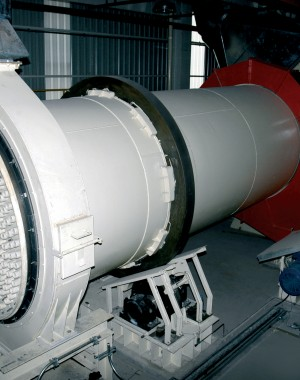 Rotary drum cooler for calcined gypsum products