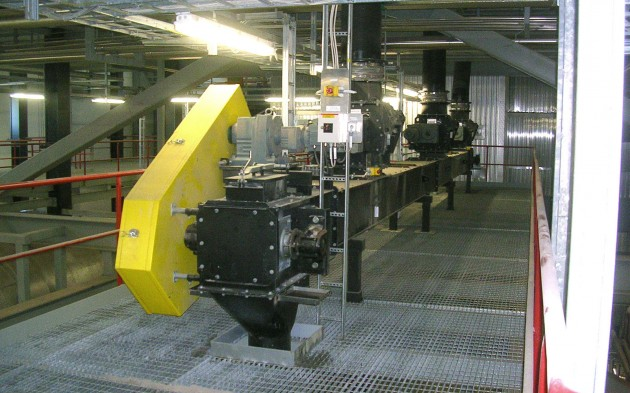 Conveyors for recovery boilers