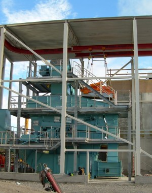 Solid biomass screening and crushing equipment
