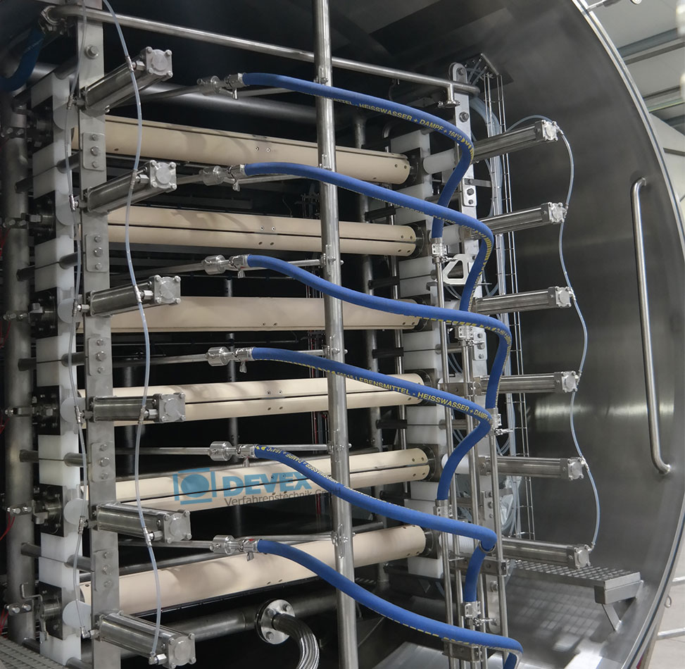 Continuous vacuum belt dryer