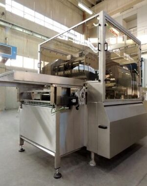 Cream filling machine for bakery industry